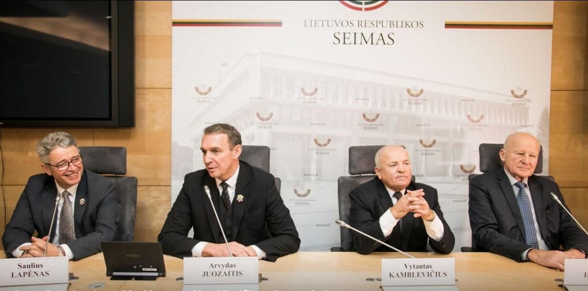 Konferencijos LR Seime dalyviai: Saulius Lapėnas, Arvydas Juozaitis, Vytautas Kamblevičius, Juozas Imbrasas.